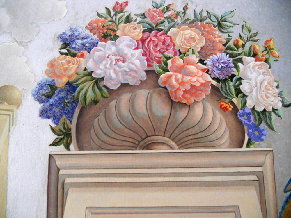 Décoration plafond peint, détail perroquets et roses
