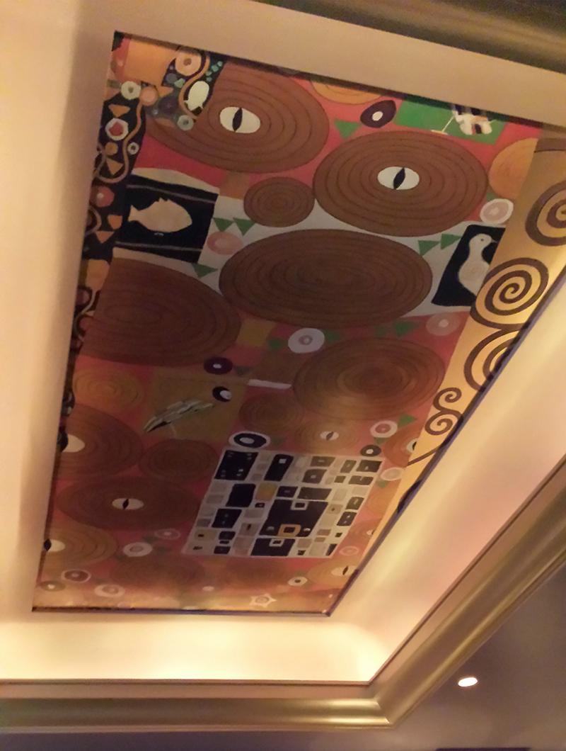 Plafond peint d'après Klimt