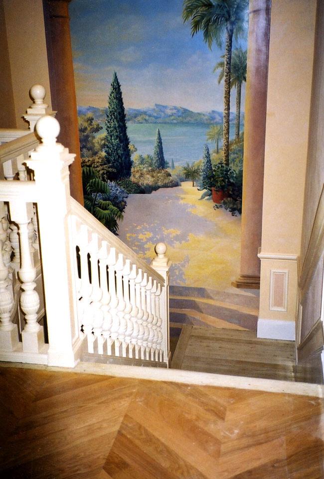 Décor peint en trompe l'oeil, paysage mer et arbres, décoration escalier