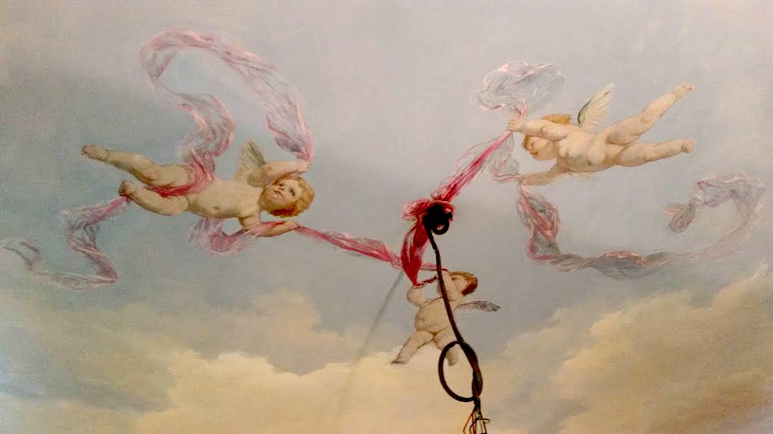Plafond peint, ciel et putti