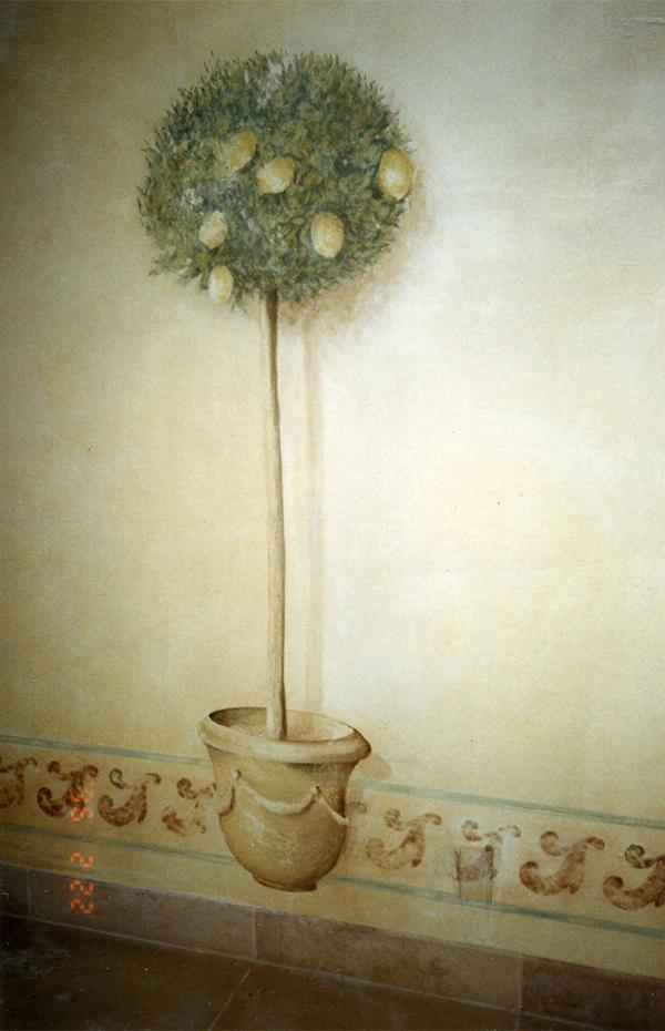 Vase et citronnier peint en trompe l'oeil, décoration murale