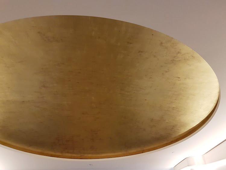 Plafond à la feuille d'or, décoration dorure
