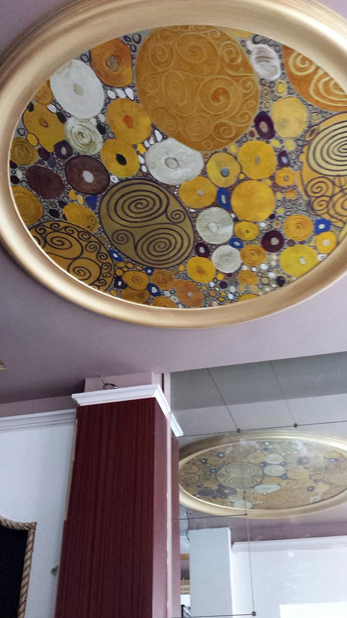 Plafond peint et dorure d'après Klimt