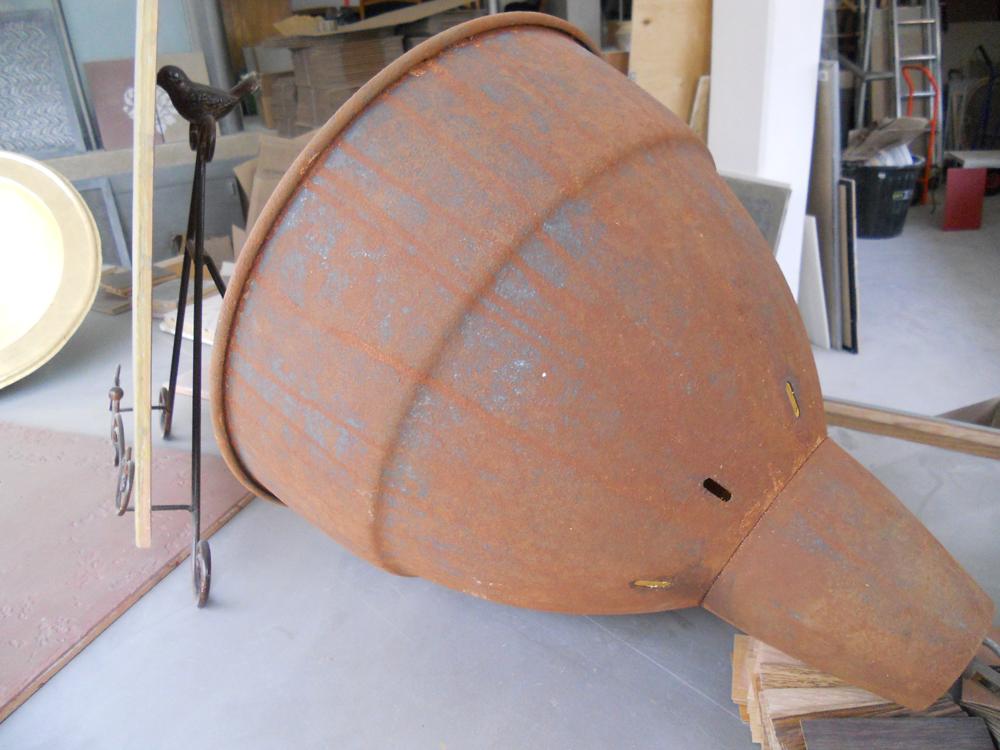 Lampe en fer rouillé avec la métallisation à froid