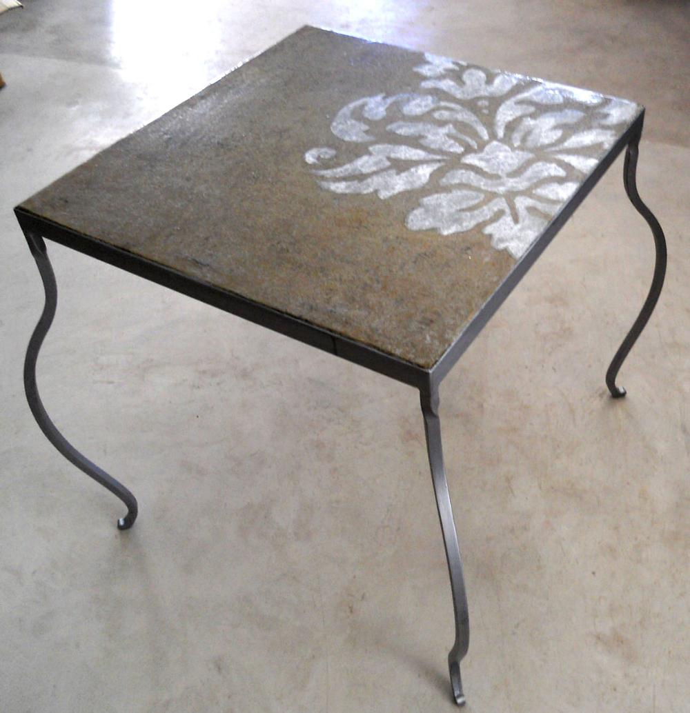 Table en métallisation à froid et patine