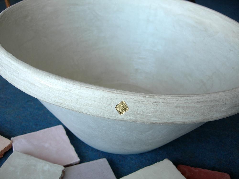 Vasque en marmorino et feuille d'or