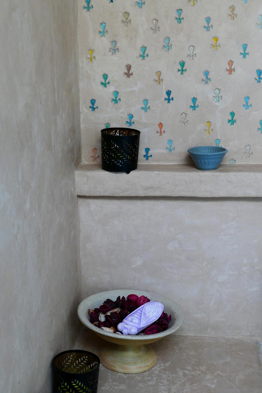 Murs et etagère en marmorino avec sgraffito