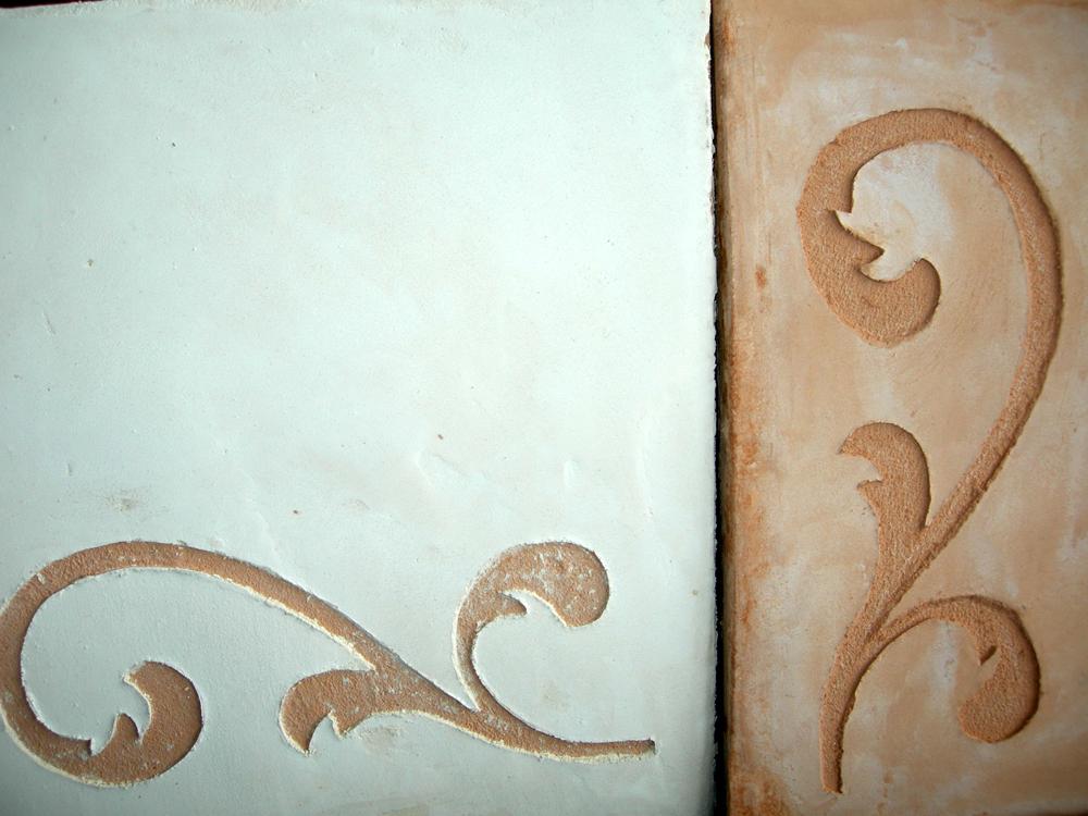 Décors Rinceau en sgraffito sur carreaux faits main à la chaux