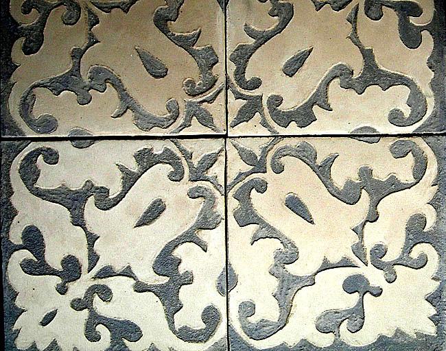 Carrelage sur mesure 20x20 cm en marmorino avec décor fait main en sgraffito, comme du tadelakt