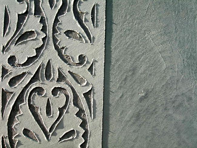 Décor carrelage, carreau motif pour frise en sgraffito sur carrelage artisanal en marmorino